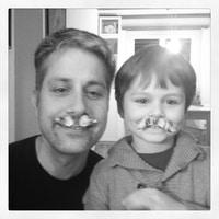 los mustachos ;)
